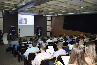 [noticia: 1-seminario-de-atualizacao-de-professores-reune-85-participantes-no-crea-go] Durante abertura do evento, o Eng. Civ. Ricardo Ferreira fala sobre os trabalhos realizados pela CEAP - 01.jpg