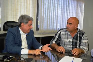 [noticia: lei-obriga-a-disponibilizacao-de-informacoes-sobre-obras-paralisadas-em-goias] Francisco Almeida (E) e o deputado Paulo Cezar Martins, em reunião realizada em outubro de 2019 - FRANCISCO ALMEIDA_DEPUTADO PAULO CEZAR MARTINS.JPG