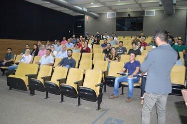 [noticia: crea-e-ipog-promovem-palestra-desempenho-das-misturas-asfalticas-produzidas-no-brasil-em-goiania-2] Eng. Civ. Dr. João Paulo Sousa Silva ministra palestra no Conselho - 01.jpg