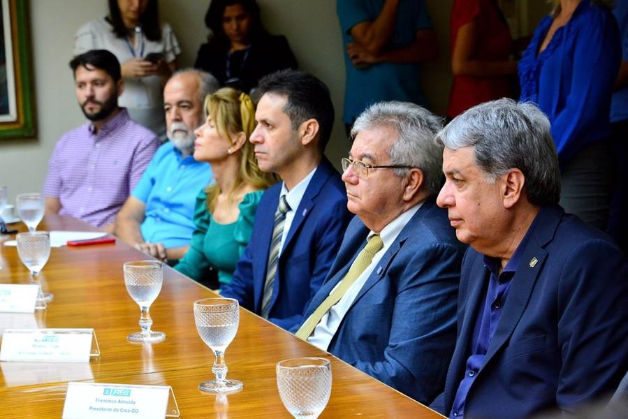 [noticia: crea-go-homenageia-alunos-vencedores-de-torneio-de-robotica-nos-estados-unidos] Diretores do Crea Goiás também participam da homenagem - 04.jpg