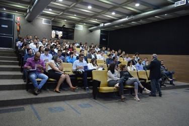 [noticia: crea-go-entrega-novos-registros-profissionais] O diretor financeiro Eng. Civ. Luiz Soares de Queiroz explica os benefícios disponíveis e como se tornar um membro efetivo da Mútua-GO - 01.jpg