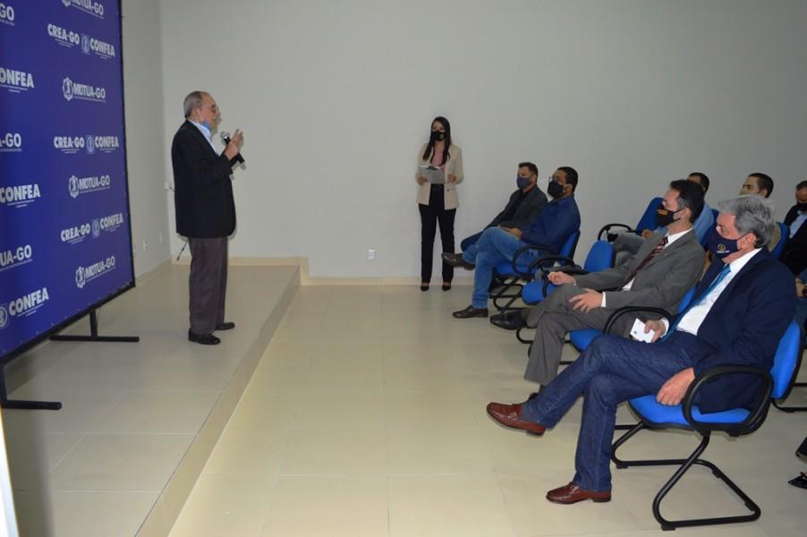 [noticia: crea-go-inaugura-nova-sede-da-casa-da-engenharia-de-cristalina] O Eng. Civ. Luiz Soares de Queiroz tratou sobre a Mútua-GO - INAUGURAÇÃO DA CASA DA ENGENHARIA DE CRISTALINA 06.JPG