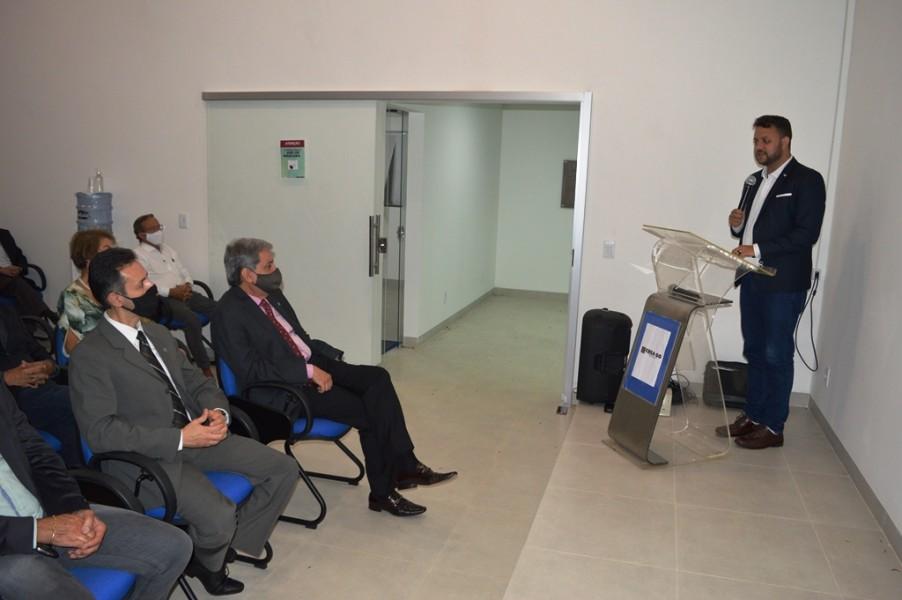 [noticia: luziania-ganha-nova-sede-da-casa-da-engenharia] Representando o prefeito eleito, Tiago Machado falou sobre a importância de uma parceria entre o município e o Conselho - INAUGURAÇÃO DA CASA DA ENGENHARIA DE LUZIÂNIA 07.JPG