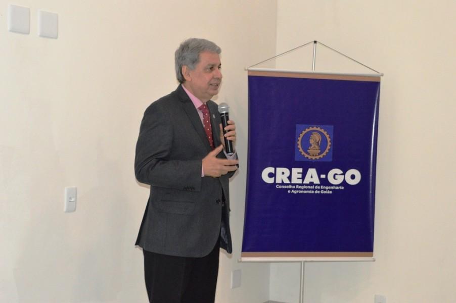 [noticia: luziania-ganha-nova-sede-da-casa-da-engenharia] Francisco Almeida também ressaltou a importância de parceria para tornar a cidade de Luziânia cada vez mais sustentável - INAUGURAÇÃO DA CASA DA ENGENHARIA DE LUZIÂNIA 08.JPG