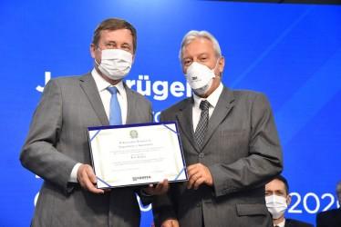[noticia: soea-connect-certificados-de-servicos-relevantes] Krüger e Pimenta, presidente e vice-presidente do Confea (Foto: Silvio Simões) - SOEA CONNECT - CERTIFICADO DE SERVIÇOS RELEVANTES.JPG