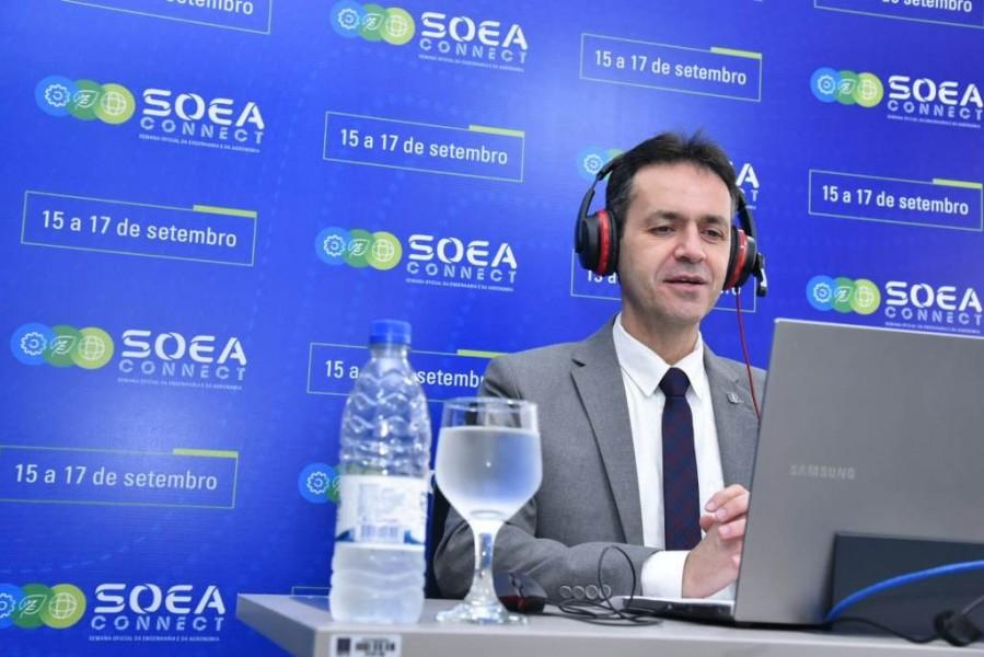 [noticia: lamartine-moreira-modera-painel-na-soea-connect] O presidente Lamartine Moreira moderou o painel diretamente da sede do Crea-GO, em Goiânia (Foto: Silvio Simões) - SOEA CONNECT - PAINEL LAMARTINE 01.jpeg
