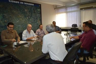 [noticia: crea-go-e-prefeitura-de-catalao-firmam-acordo-de-cooperacao-tecnica] Equipe do Conselho e da Prefeitura de Catalão reunidos durante a assinatura do Acordo De Cooperação Técnica - 01.jpg