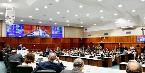 [noticia: conselheiros-do-crea-go-sao-homenageados-na-alego] A solenidade ocorre no Plenário Getulino Artiaga da Assembleia Legislativa do Estado de Goiás - HOMENAGEM_1.jpg