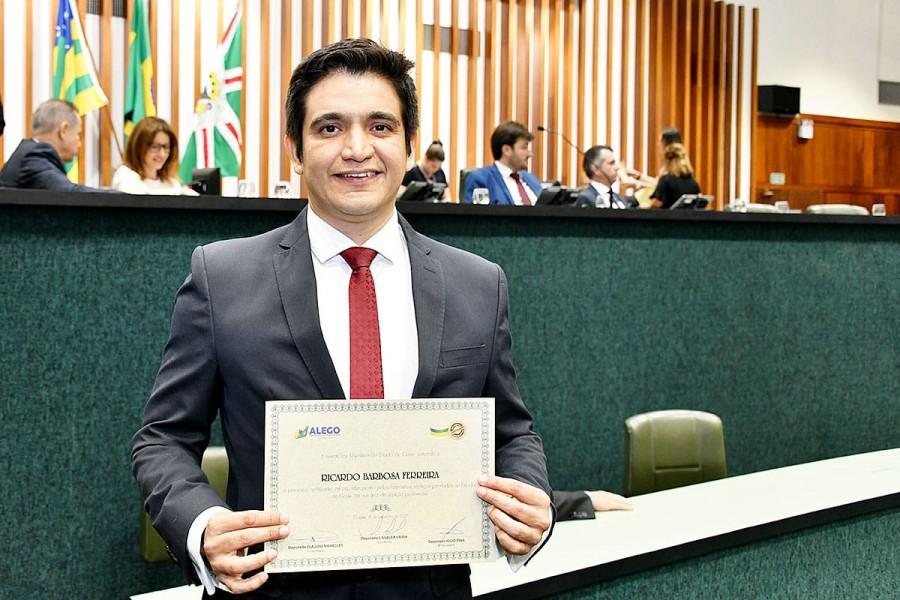 [noticia: conselheiros-do-crea-go-sao-homenageados-na-alego] Ricardo Ferreira é um dos homenageados em sessão especial para a entrega do Certificado de Honra ao Mérito Legislativo - HOMENAGEM_2.jpeg