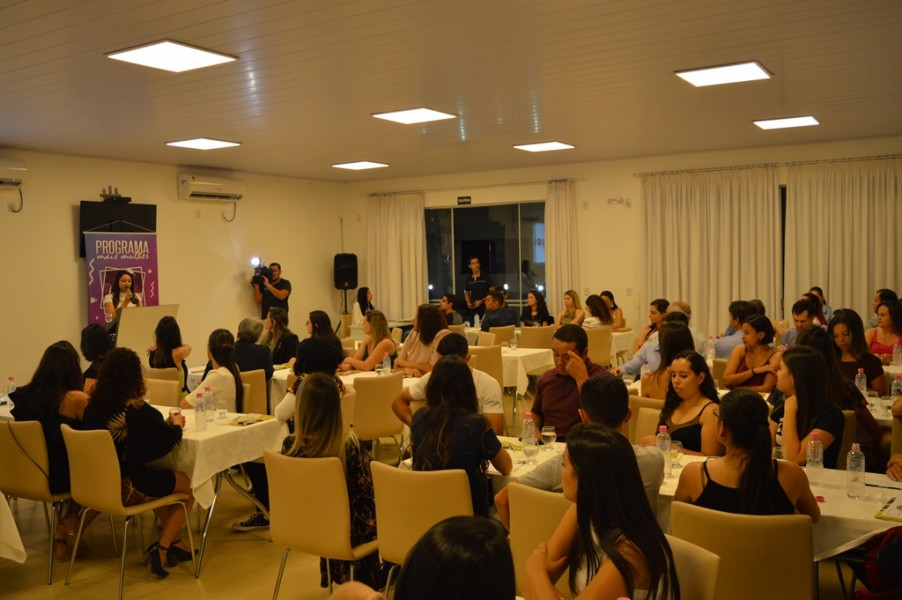 [noticia: programa-mais-mulher-e-lancado-em-jatai] Mais de 80 pessoas, entre homens e mulheres, participam do lançamento do Programa Mais Mulher em Jataí - MAIS_MULHER_1.JPG