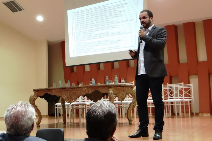 "[noticia: representantes-do-crea-participam-do-v-sincivil] O Eng. Civ. João Belém palestra sobre ""Empreendedorismo para Engenharia Civil"" - V_SINCIVIL_03.jpeg"