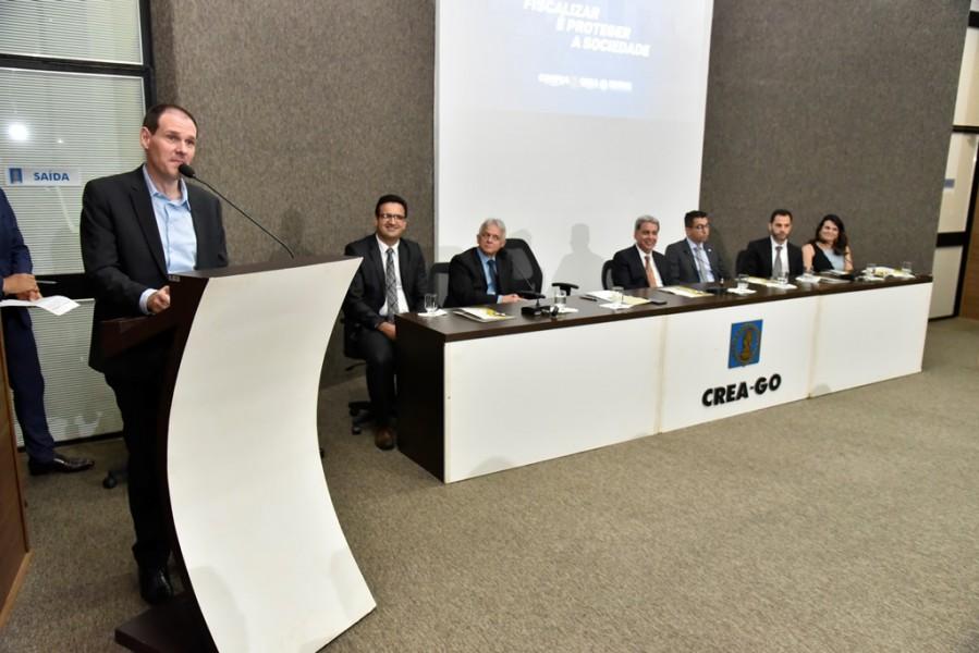 [noticia: crea-go-e-alego-firmam-acordo-inedito-no-brasil-2] Presidente da Alego, Lissauer Vieira destaca que o acordo vai beneficiar a sociedade goiana - ASSINATURA_ALEGO_02.JPG