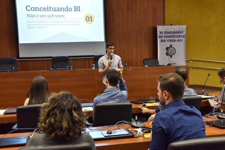 """[noticia: crea-promove-o-xi-seminario-de-inspetores] Eliel Oliveira trata sobre """"Sistemas Inteligentes do Crea-GO – Business Intelligence (BI): Aplicações e desafios - SEMINÁRIO_5.jpg"""