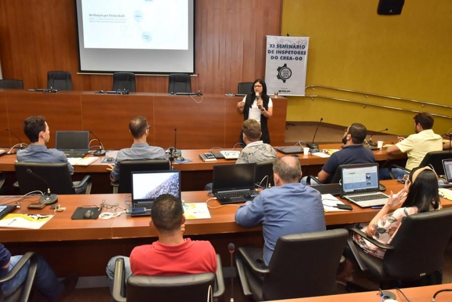 """[noticia: crea-promove-o-xi-seminario-de-inspetores] Kristinne Rodrigues ministra a palestra """"Atribuições Profissionais"""" - SEMINÁRIO_8.jpg"""