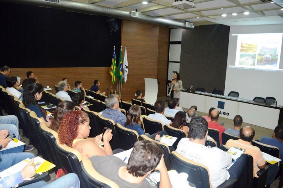[noticia: mais-de-60-pessoas-assistem-a-palestra-promovida-pelo-crea-e-furnas] A Eng. Civ. Dra. Marta Pereira da Luz ministra a palestra a mais de 60 participantes - PALESTRA_FURNAS.jpg
