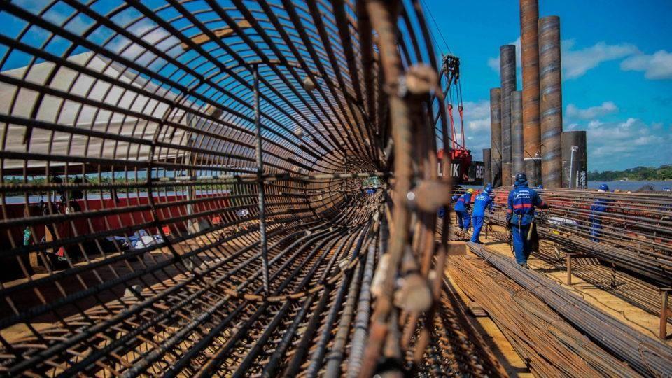 [noticia: engenharia-regulamentada-garante-seguranca-a-sociedade] Obra de ponte no Pará. Construção civil depende da engenharia para se desenvolver. | Foto: Bruno Cecim/Ag.Pará - ENGENHARIA_REGULAMENTADA_01.jpg